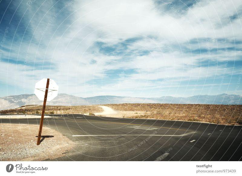 schief Umwelt Natur Landschaft Pflanze Tier Erde Sand Sonne Sommer Wärme Dürre Wüste Death Valley National Park Straße heiß schutzlos Verkehrszeichen Fahrbahn
