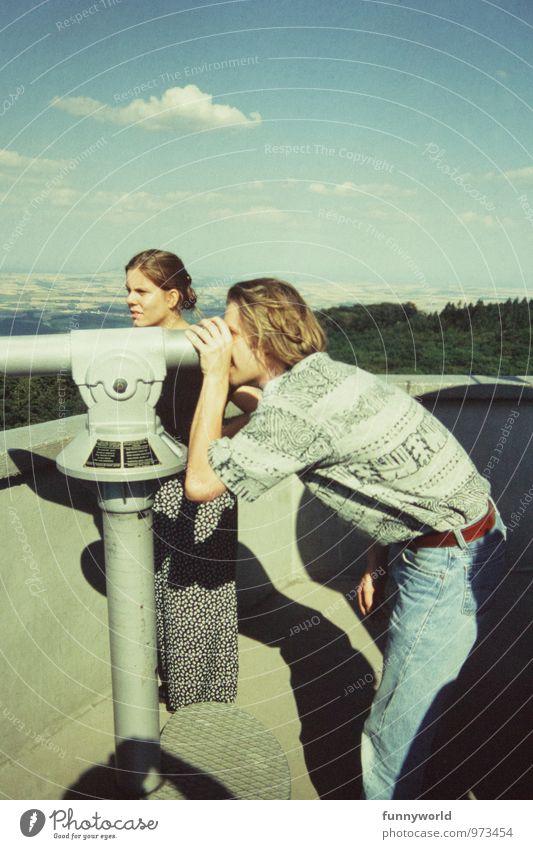 'Siehstet?' - 'Ja.Ick sehet' Mensch Junge Frau Jugendliche Junger Mann 2 18-30 Jahre Erwachsene Turm Fernglas beobachten festhalten Ferien & Urlaub & Reisen