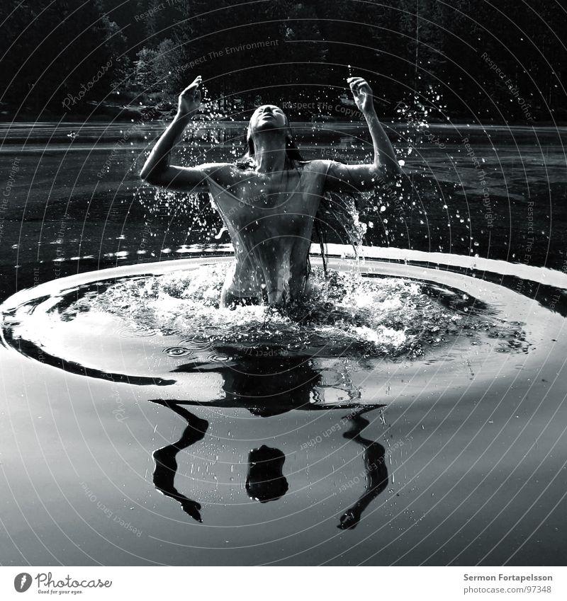 EnEn 8415 Frau Wasser weiß Sonne Freude schwarz ruhig nackt Haare & Frisuren See Gesundheit Schwimmen & Baden Wellen Haut nass frisch