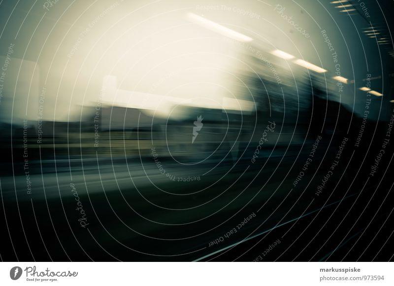 hochgeschwindigkeitszugfahrt Arbeit & Erwerbstätigkeit Beruf Arbeitsplatz Pendler Bahnfahren Eisenbahn Schienenverkehr Güterverkehr & Logistik Stadt