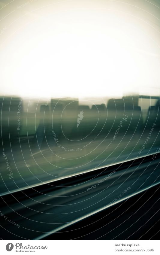 hochgeschwindigkeitszugfahrt Ferien & Urlaub & Reisen Stadt Baum Blume Landschaft Wiese Feld Tourismus Verkehr Geschwindigkeit Ausflug Eisenbahn schlafen Gleise