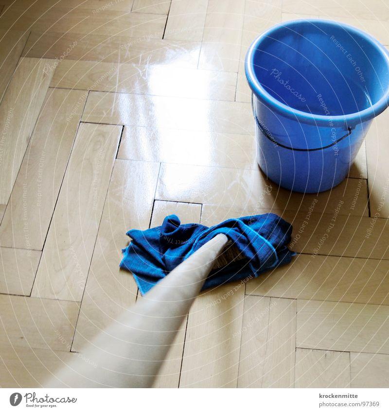 Das bißchen Haushalt Wasser blau Arbeit & Erwerbstätigkeit Holz nass Bodenbelag Sauberkeit rein Reinigen Fliesen u. Kacheln feucht anstrengen Parkett kahl