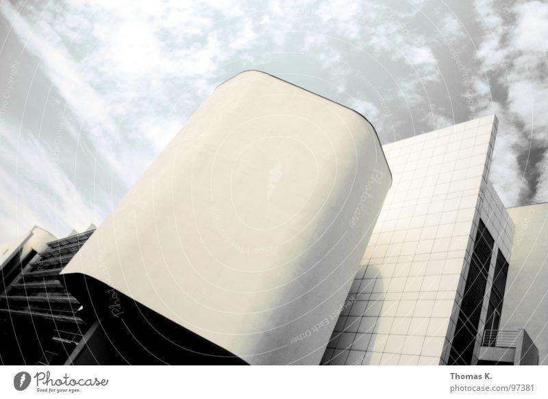 Don't stop, Mado. Haus Wolken Bauherr Architektur Museum Himmel Arbeit & Erwerbstätigkeit Strukturen & Formen verrückt