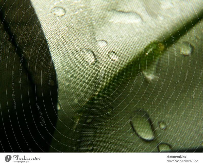 Pluie Regen feucht nass Zelt Abdeckung wasserdicht Vergänglichkeit Flüssigkeit Faser Licht Makroaufnahme Nahaufnahme Wasser schön Wassertropfen rain raindrops