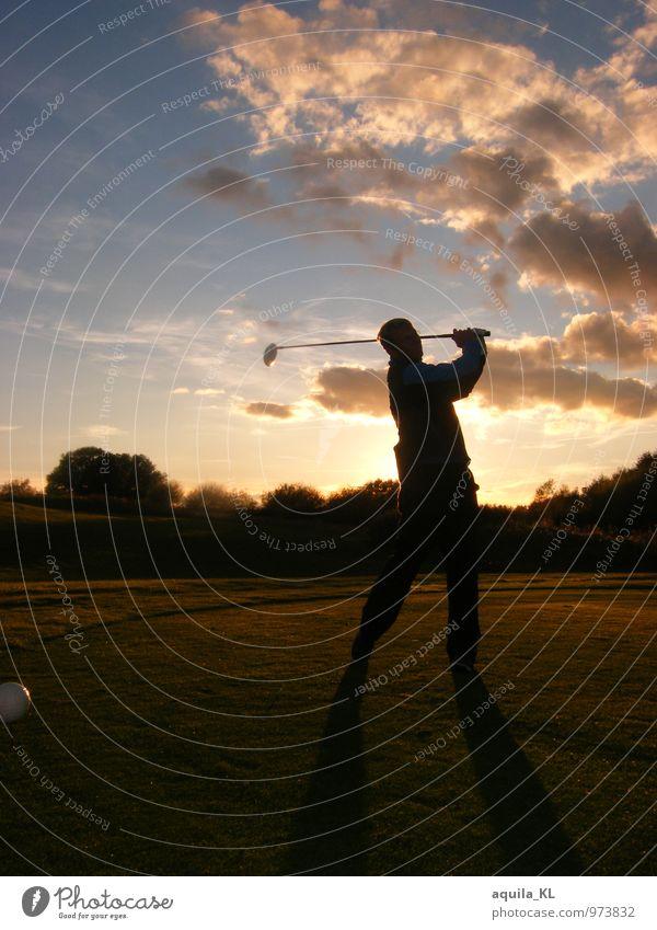 Golfen Ferien & Urlaub & Reisen Tourismus Sport Mensch maskulin 1 Natur Landschaft Himmel sportlich Senior Zufriedenheit einzigartig Kontakt Kontrolle