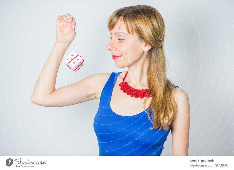 ein Geschenk Mensch Jugendliche Weihnachten & Advent blau Junge Frau weiß rot Freude Leben feminin Glück Lifestyle Feste & Feiern Haare & Frisuren Zufriedenheit Freizeit & Hobby