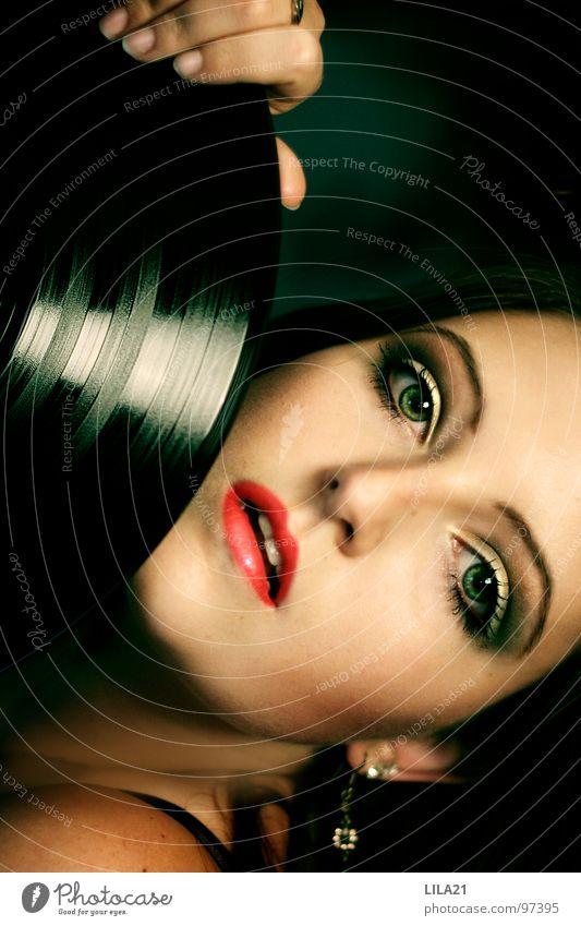 I want my melody II Schallplatte grün rot Frau singen musizieren Jazz Rhythm and Blues Popmusik Musik Konzert Rote Lippen Grüne Augen Gesicht Leidenschaft