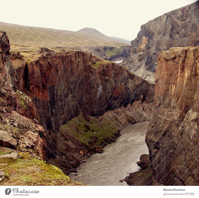 Es tun sich Abgründe auf Natur Wasser Himmel Berge u. Gebirge Stein Landschaft Felsen hoch Elektrizität Fluss Niveau Wildtier tief Island Bach Am Rand