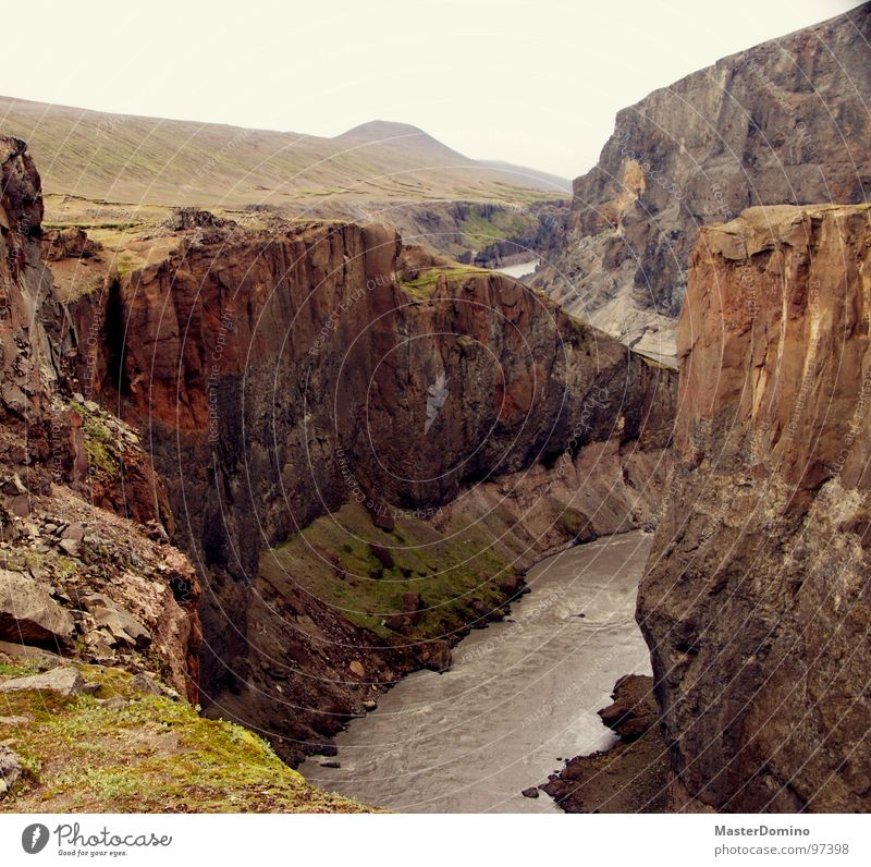 Es tun sich Abgründe auf Schlucht Am Rand Elektrizität reißend Island Gletscher Stein karg tief Außenaufnahme Fluss Bach Tal Wildtier river Felsen