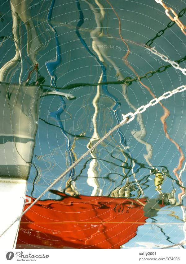 gut festmachen... Wasser Sommer See Schifffahrt Fischerboot Segelboot Wasserfahrzeug Hafen Seil Kette Bewegung festhalten Flüssigkeit maritim rot bizarr