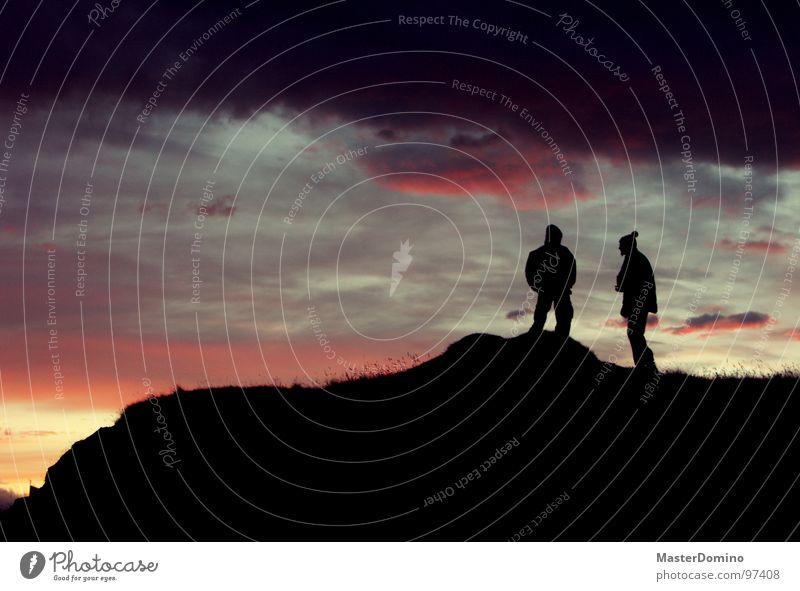 Bommelmützensilhouette Mensch Mann Himmel Sonne Wolken Wärme Freundschaft stehen Physik Vertrauen Hügel Island gemütlich gemalt schlechtes Wetter