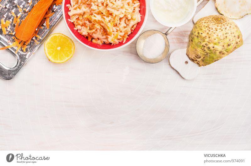 Sellerie und Karotten Salat , Zubereitung mit Zutaten Gesunde Ernährung Leben Stil Hintergrundbild Lebensmittel Lifestyle Frucht Design Gemüse Bioprodukte