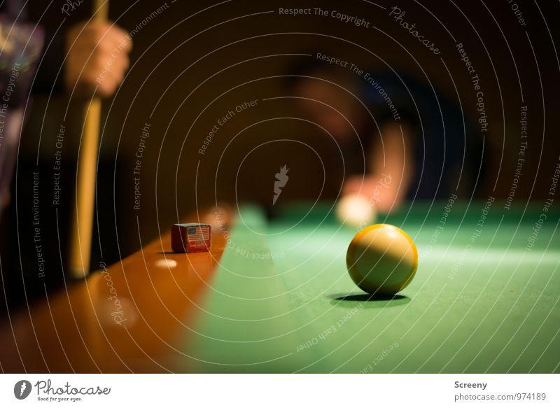 Schaff ich locker... grün weiß Hand Freude gelb Sport Spielen Freizeit & Hobby rund selbstbewußt Kreide Optimismus Billard Queue Poolbillard Billardkugel