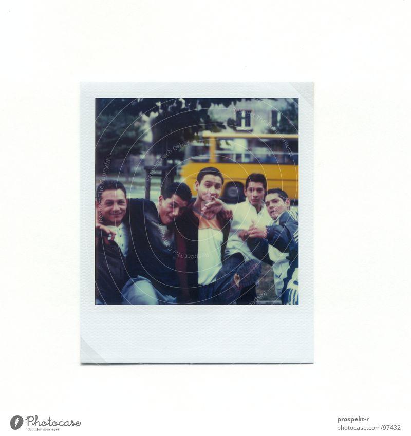 Gangs of Katowicze Polaroid Baum chinesische Kampfkunst Finger Hand Kattowitz Angst Panik Freude Menschengruppe Coolness Bus Straße Boys Polen Katowize Clique