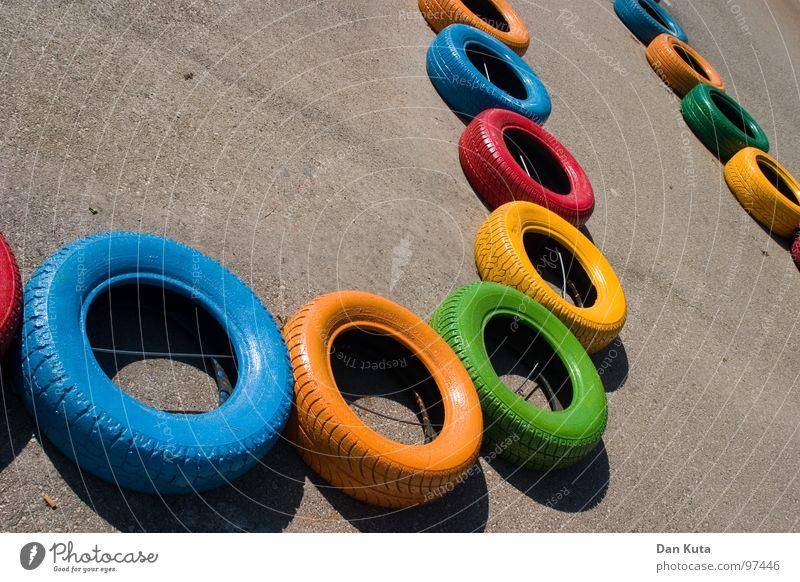 Boxenluder inklusive Gummi rund geschlossen Asphalt Teer rau Autoreifen mehrfarbig Vielfältig Verschiedenheit fahren Go-Kart Spielen Spielplatz hüpfen verbinden