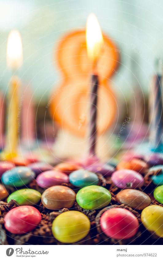 Jetzt wird gefeiert! Freude Feste & Feiern Dekoration & Verzierung Geburtstag verrückt Ernährung Lebensfreude süß Kerze Kitsch lecker Süßwaren Kuchen Vorfreude Flamme brennen