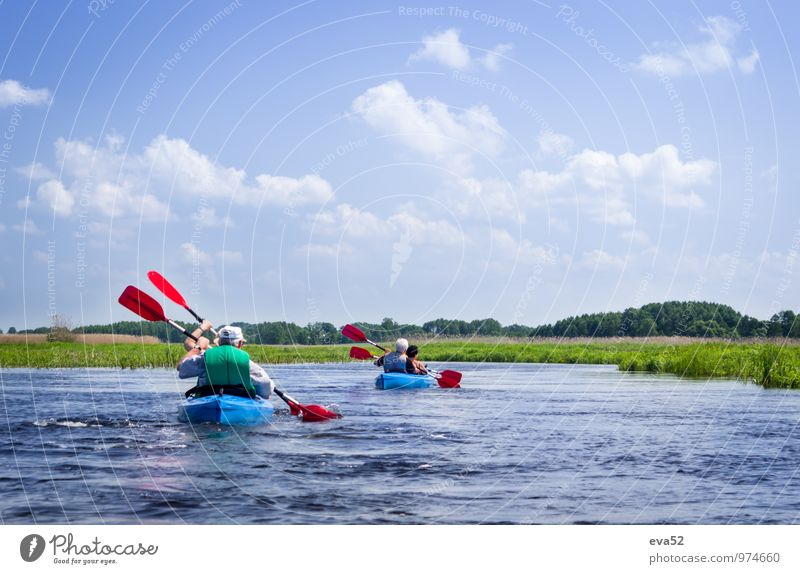 """Ältere Paare fahren mit dem Kajak auf dem Fluss. Ferien & Urlaub & Reisen Tourismus Abenteuer Sommer Sommerurlaub Sonne """"Wasserfluss Sümpfe"""" Fitness"""