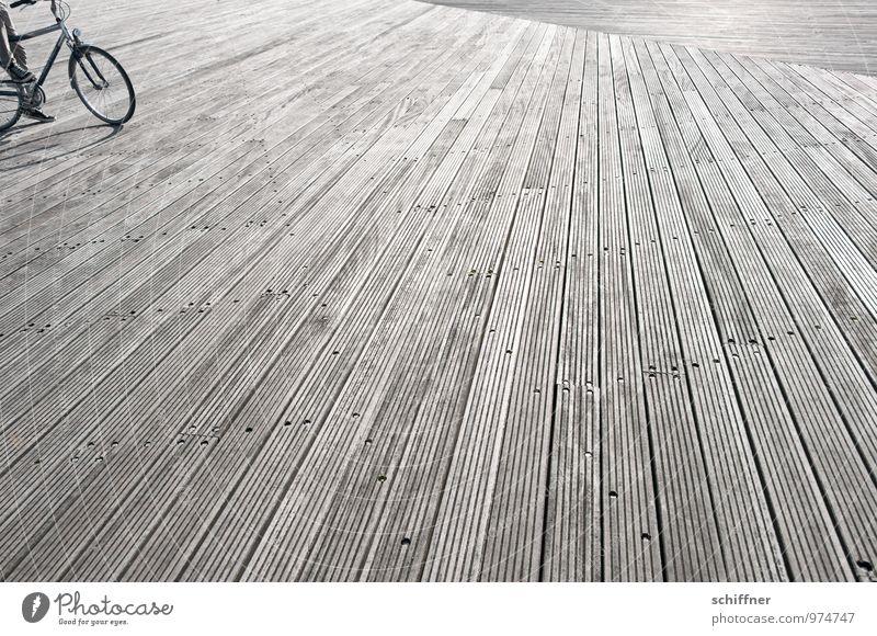 Belgische Bodenständigkeit Mensch Beine Fuß 1 Verkehrsmittel Fahrradfahren Fahrradrahmen Fahrradreifen Holzbrett Bodenbelag bodenständig Zentralperspektive