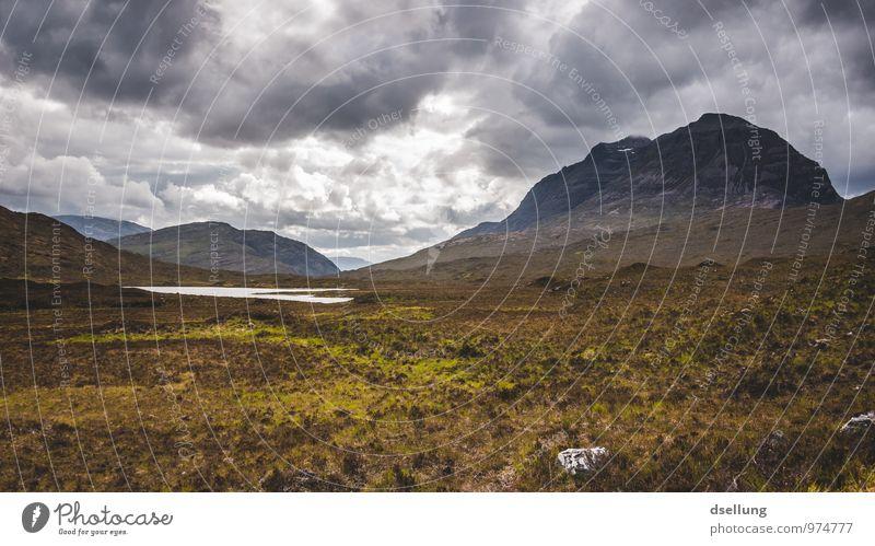 Scot Umwelt Natur Landschaft Himmel Wolken Sommer schlechtes Wetter Wind Wiese Hügel Felsen Berge u. Gebirge Gipfel See Gesundheit groß kalt wild braun gelb