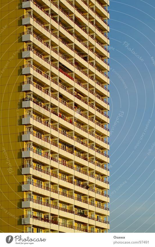 schöner wohnen 14 Himmel blau Haus Fenster Berlin Architektur Gebäude orange Fassade Beton modern trist Aussicht Balkon eng DDR