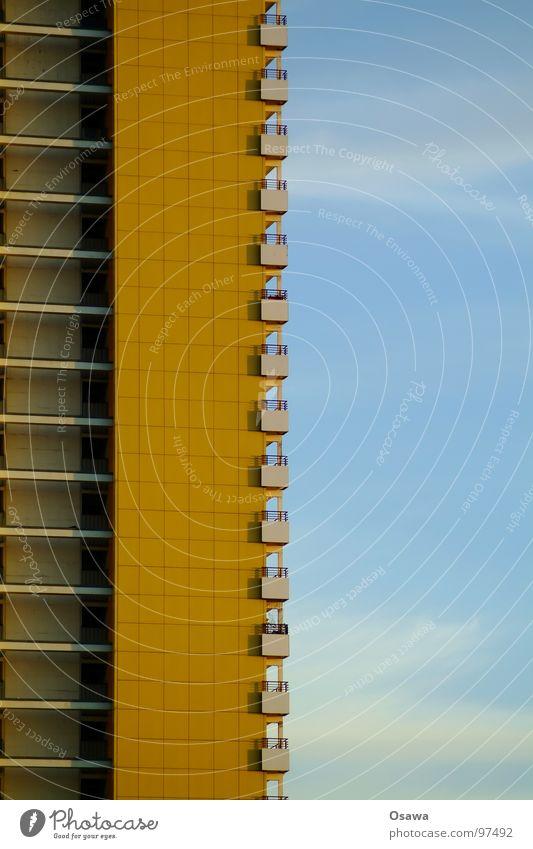 schöner wohnen 15 Himmel blau Haus Fenster Berlin Architektur Gebäude orange Fassade Beton modern trist Aussicht Balkon eng DDR