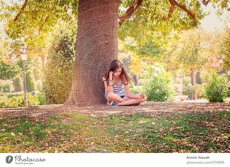 Chillen - Park - Sommer Lifestyle Erholung ruhig Meditation Sommerurlaub Mensch feminin Frau Erwachsene Jugendliche 1 13-18 Jahre Kind Natur Schönes Wetter Baum