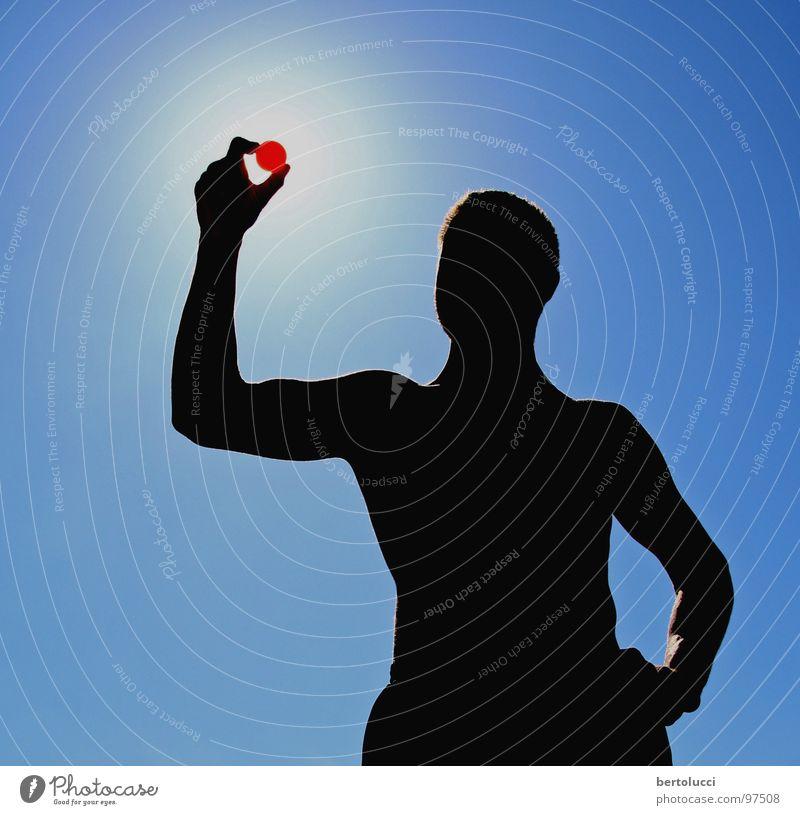 Sonnenfinsternis Mensch blau Hand Ferien & Urlaub & Reisen rot schwarz dunkel Körper Freizeit & Hobby Ball Muskulatur Himmelskörper & Weltall Ballsport muskulös