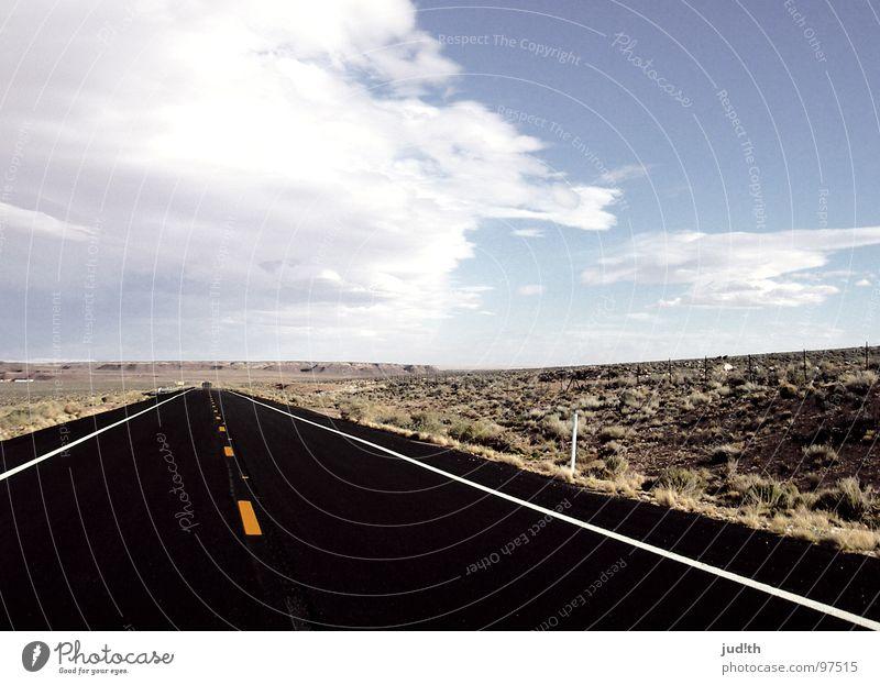 kurvenreich Himmel blau Ferien & Urlaub & Reisen schwarz Wolken Straße Gras Wege & Pfade Landschaft Zufriedenheit Horizont fahren USA Wüste Sehnsucht Amerika