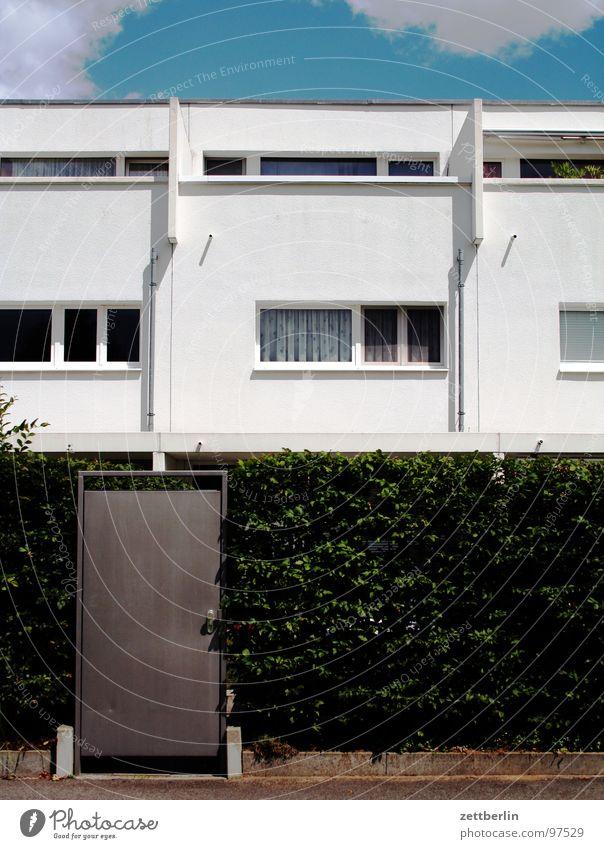 Traumhaus Sommer Haus Wärme Angst Tür Fassade geschlossen Brücke modern Physik Häusliches Leben heiß Eingang Panik Hecke