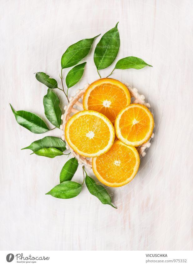 Geschnittene Orangen mit grüne Blätter Natur Sommer weiß Gesunde Ernährung Blatt gelb Stil Lifestyle Holz Garten Lebensmittel Design Frucht frisch