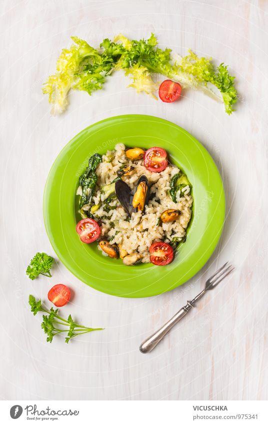 Risotto mit Muscheln, grünem Salat und Tomaten Gesunde Ernährung gelb Stil Speise Lebensmittel Foodfotografie Design Kochen & Garen & Backen Kräuter & Gewürze