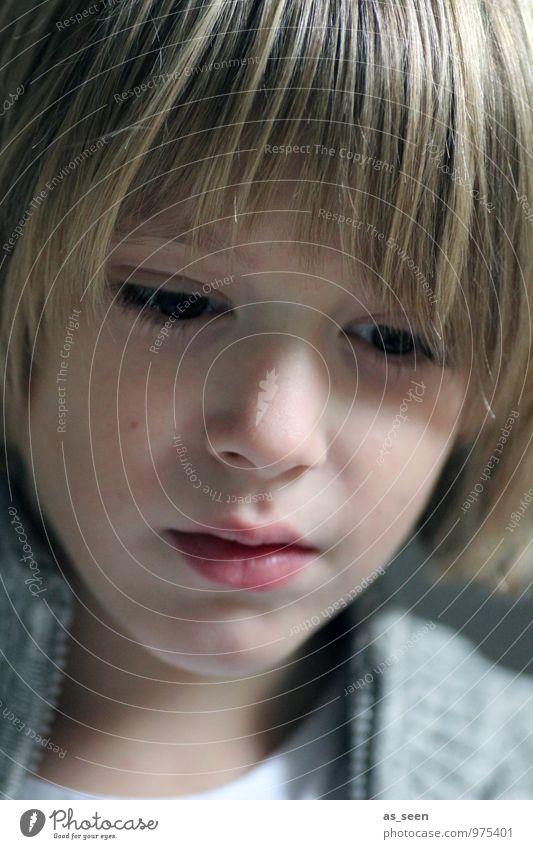 Nachdenklich Junge Familie & Verwandtschaft Kindheit Leben 1 Mensch 3-8 Jahre 8-13 Jahre Jacke blond langhaarig Blick authentisch natürlich positiv braun grau