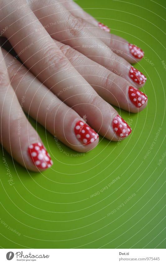 dots allover Mensch Jugendliche schön rot Freude 18-30 Jahre Erwachsene lustig Stil Mode glänzend 13-18 Jahre Fröhlichkeit Finger gepunktet Nagellack