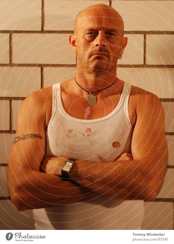 Jail House Rock Mann maskulin Glatze Tattoo Unterhemd Feinripp gefangen Justizvollzugsanstalt Kriminalität Krimineller Straftäter Straftat Sträfling