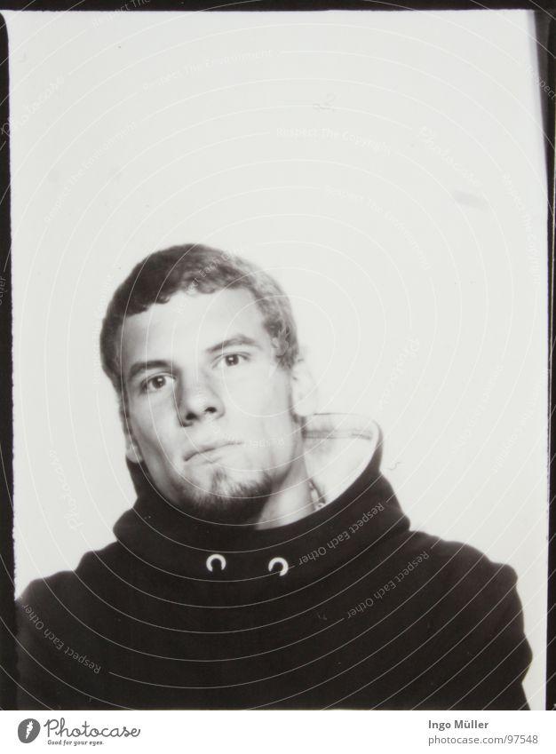 Fotosession 2 Mann weiß Gesicht schwarz Auge Fotografie maskulin Coolness Gesichtsausdruck lässig ernst selbstbewußt kurzhaarig Photo-Shooting Kurzhaarschnitt Kinnbart