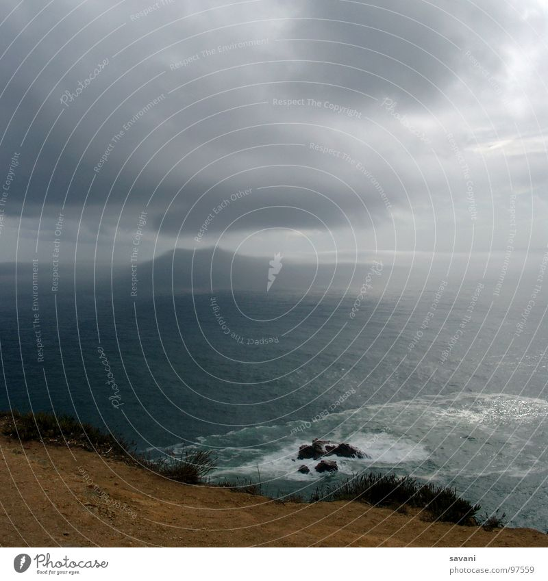 Cabo da Roca Ferne Freiheit Strand Meer Natur Erde Wasser Himmel Wolken schlechtes Wetter Unwetter Wind Sturm Gewitter Felsen Küste bedrohlich frei nass grau