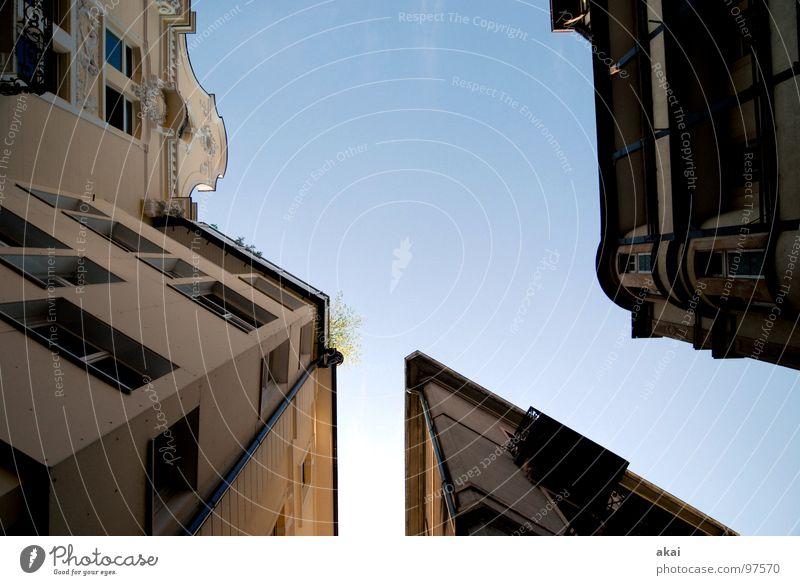 Freiburger Perspektiven 4 Himmel blau Stadt Haus Gebäude Perspektive Baustelle Häusliches Leben Altstadt himmelblau Freiburg im Breisgau Fischerau