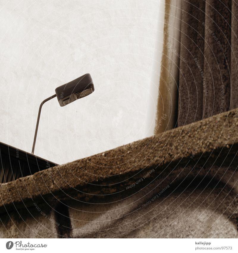 der einzige zeuge Einfahrt Osten Armutsgrenze Hinterhof Plattenbau Fassade Lichthof Fenster grau Mieter Torbogen Hauseingang Stadt Lampe Laterne Architektur