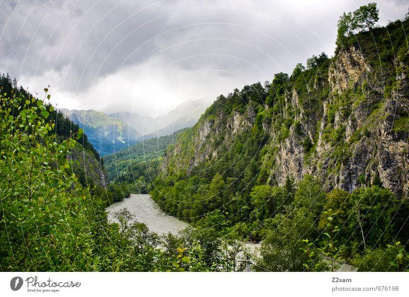 Auf dem Weg zum Gardasee Himmel Natur blau grün Sommer Baum Einsamkeit Landschaft ruhig Wolken Ferne dunkel Wald kalt Umwelt Berge u. Gebirge