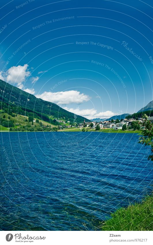 Kleiner Reschensee Himmel Natur blau grün Farbe Erholung Einsamkeit Landschaft ruhig Wolken Umwelt Berge u. Gebirge natürlich Frühling See Idylle