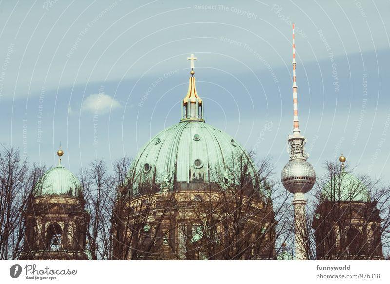 alt und neu. berlin. Architektur Kultur Berlin Deutschland Berliner Fernsehturm Oberpfarrkirche zu Berlin Hauptstadt Stadtzentrum Kirche Dom Turm Farbfoto