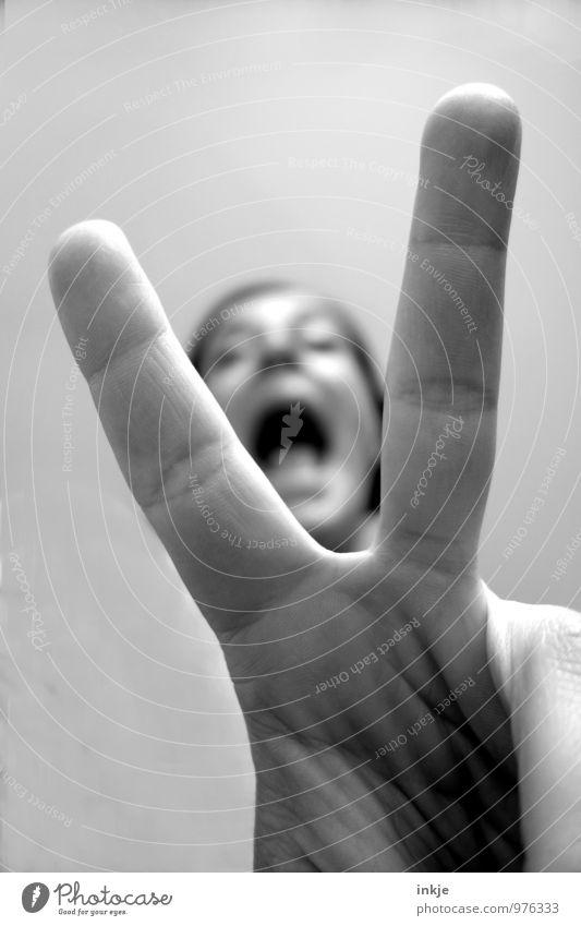 V wie ... Lifestyle Glück Frau Erwachsene Leben Gesicht Hand Finger 1 Mensch 30-45 Jahre Zeichen lachen schreien Coolness Erfolg positiv Gefühle Stimmung