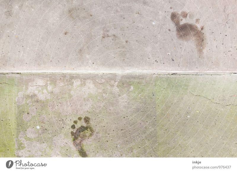letzte Spuren des Sommers Lifestyle Fuß Menschenleer Treppe Fußgänger Wege & Pfade Beton Fußspur Linie gehen laufen Barfuß spurenlesen Farbfoto Gedeckte Farben