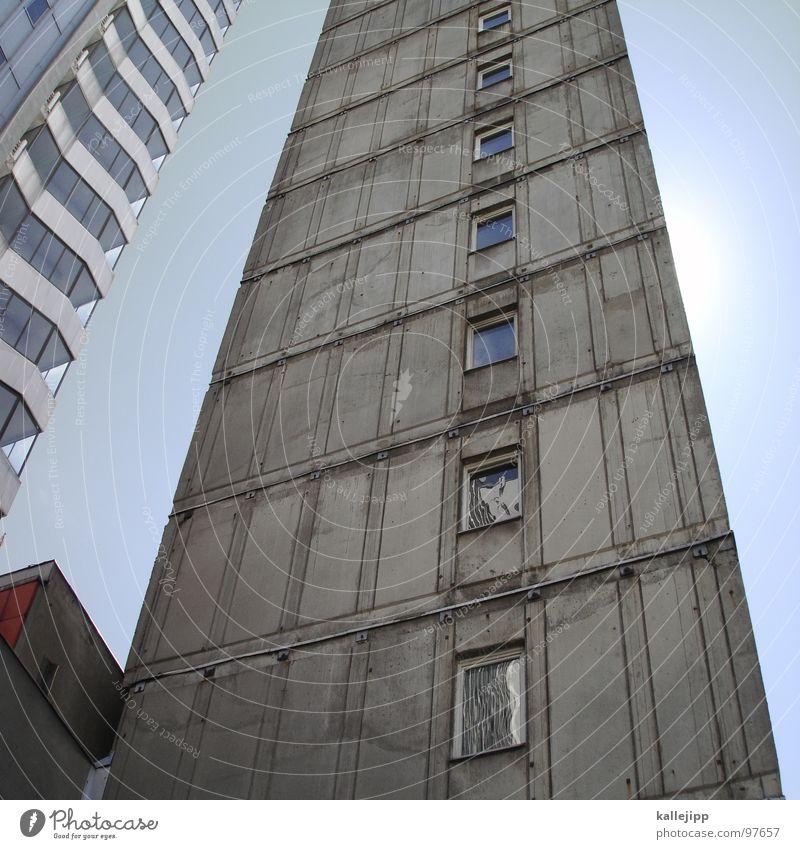 jede platte hat zwei seiten... Hochhaus Balkon Fassade Fenster Wohnanlage Stadt rund Pastellton Beton Etage Selbstmörder Raum Mieter Leben live Ghetto