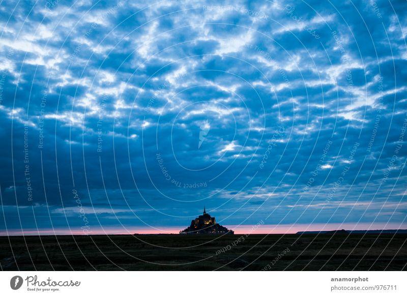 Der Himmel über Mont St. Michel Frankreich Europa Menschenleer Kirche Burg oder Schloss Bauwerk schön ruhig zurückhalten Erholung Glück Horizont Farbfoto