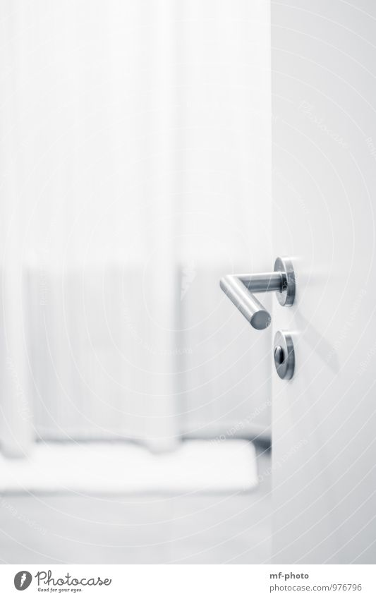 Badezimmer Wellness Erholung Schwimmen & Baden Wohnung Badewanne Autotür Eingang Unter der Dusche (Aktivität) Schwarzweißfoto Innenaufnahme Detailaufnahme
