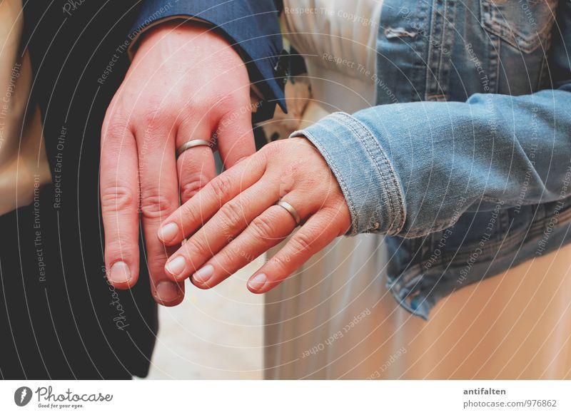 Die Ringe Haut Maniküre Feste & Feiern Hochzeit Mensch maskulin feminin Frau Erwachsene Mann Paar Arme Hand Finger Ringfinger Ehering 2 18-30 Jahre Jugendliche