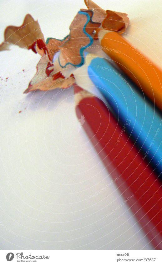 rot-blau-orange Zusammensein 3 Spitze streichen Dinge Schreibstift zeichnen Farbstift hell-blau gespitzt nebeneinander