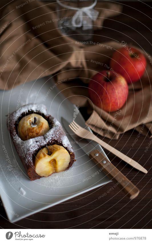 Kuchen mit ganzen Äpfeln Frucht Ernährung süß lecker Süßwaren Apfel herbstlich Schokolade Dessert Besteck Apfelkuchen