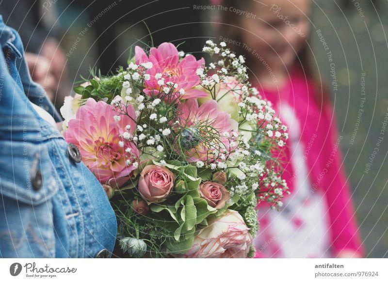 Die Blumen Mensch Frau Kind blau Freude Mädchen Erwachsene feminin Liebe natürlich Glück Haare & Frisuren Feste & Feiern rosa Familie & Verwandtschaft Körper